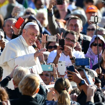 A Request From The Pope: Lift Up Your Hearts, Put Down Your Phones