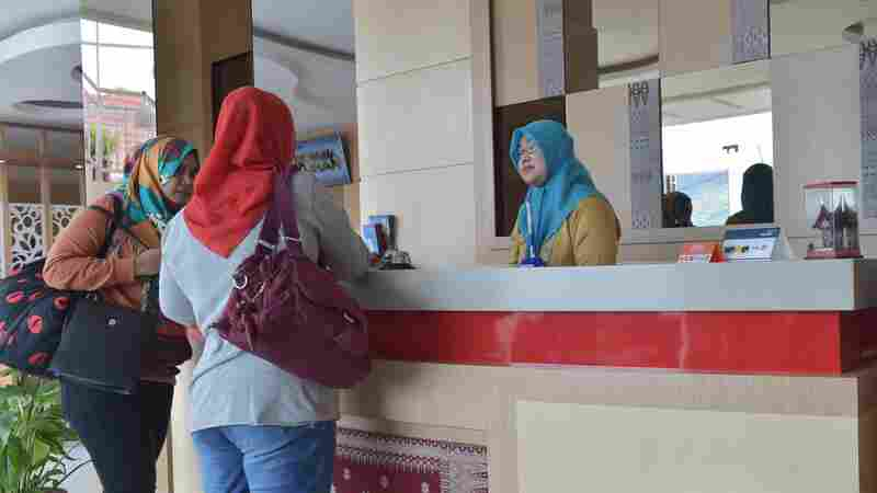 Indonesia Aims To Attract More Muslim Visitors In 'Halal' Tourism Push