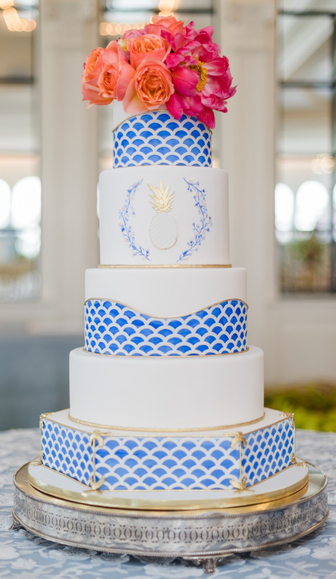 A cake by Lexi Ginsburg Mota featuring a Herend china pattern.