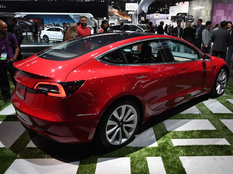Tesla Going At Warp Sd But Lags In Race To Produce M Market Electric Cars