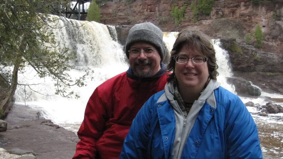 """Jacob Hugart, pictured with his wife Holly, says, """"The ones who are trying to do the one-parent thing — there's a stretch. They're like us."""""""