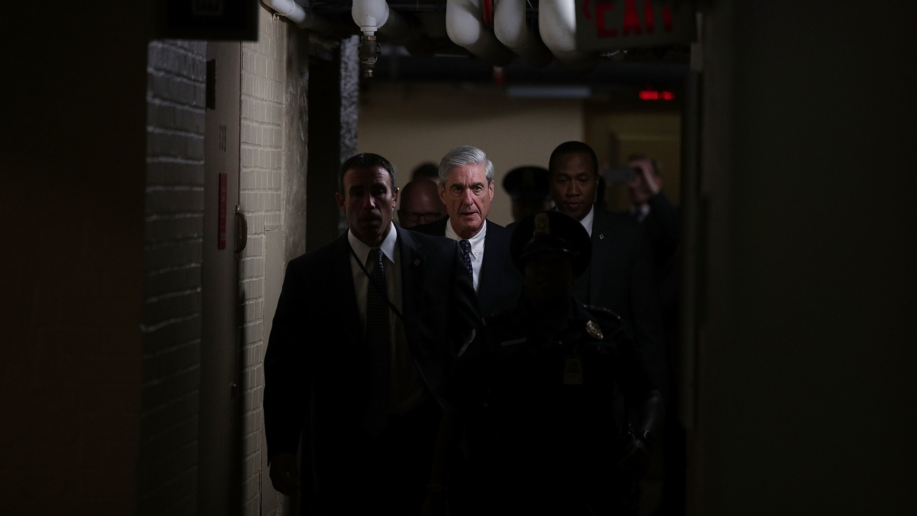 Mueller removed Federal Bureau of Investigation  agent from Russian Federation  probe for anti-Trump texts