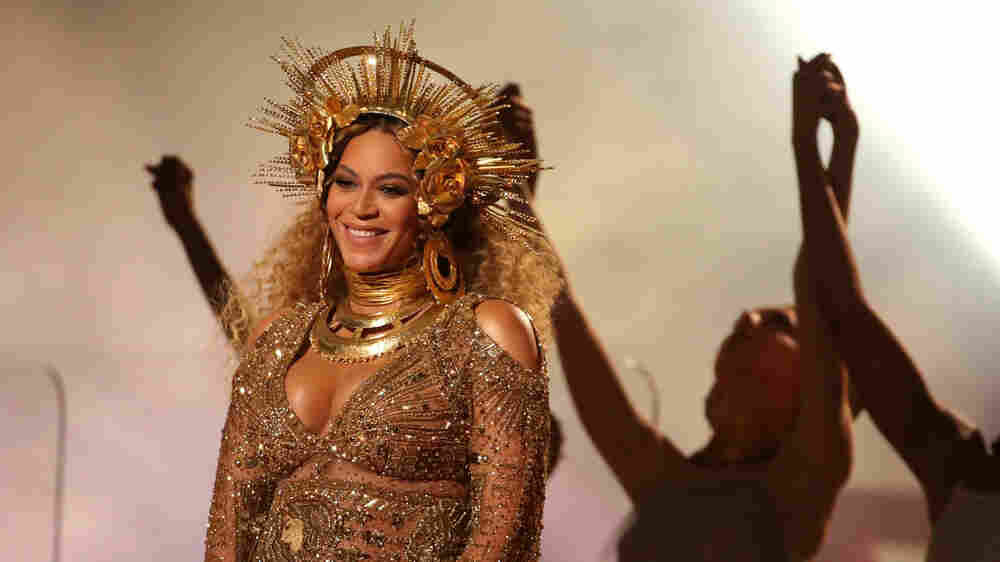 What This Picture Of Beyoncé Tells Us About How Generation Z Connects