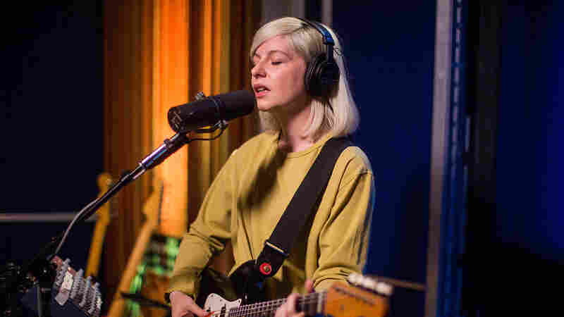 Watch Alvvays Perform 'Dreams Tonite' Live In The Studio