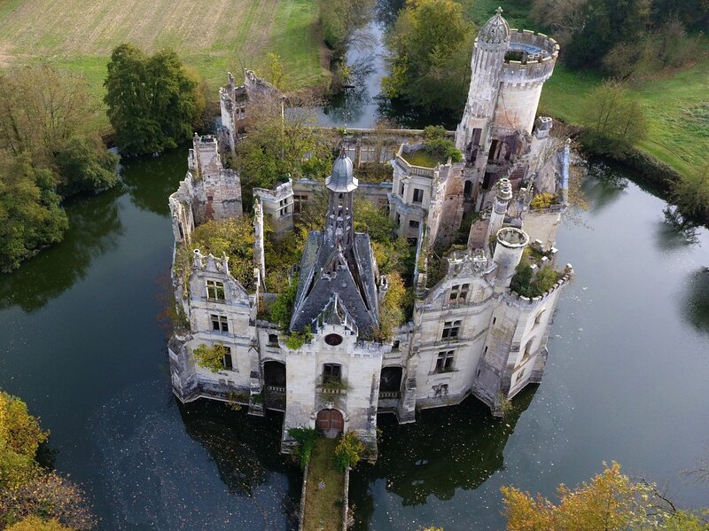7500 strangers just bought a crumbling french chateau together