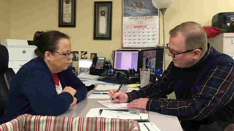 Kim Davis Once Denied Him A Marriage License. Now Kentucky Man Seeks Her Job