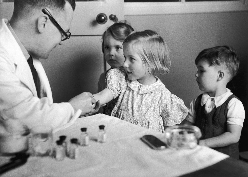 Children get their diphtheria inoculation in 1944. (Kurt Hutton/Getty Images)