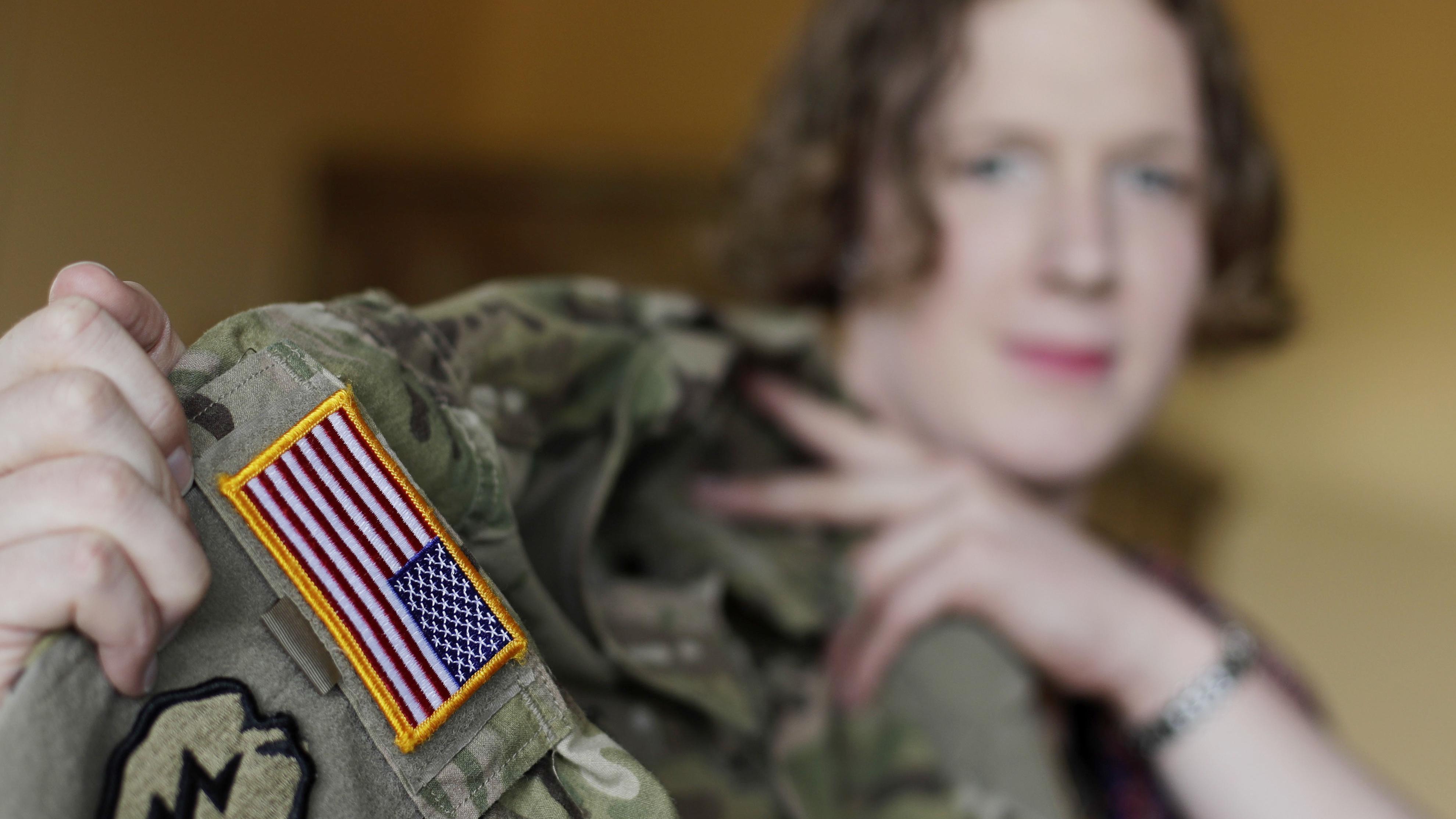Transgender People Can Enlist in US Military Jan 1: Pentagon Official