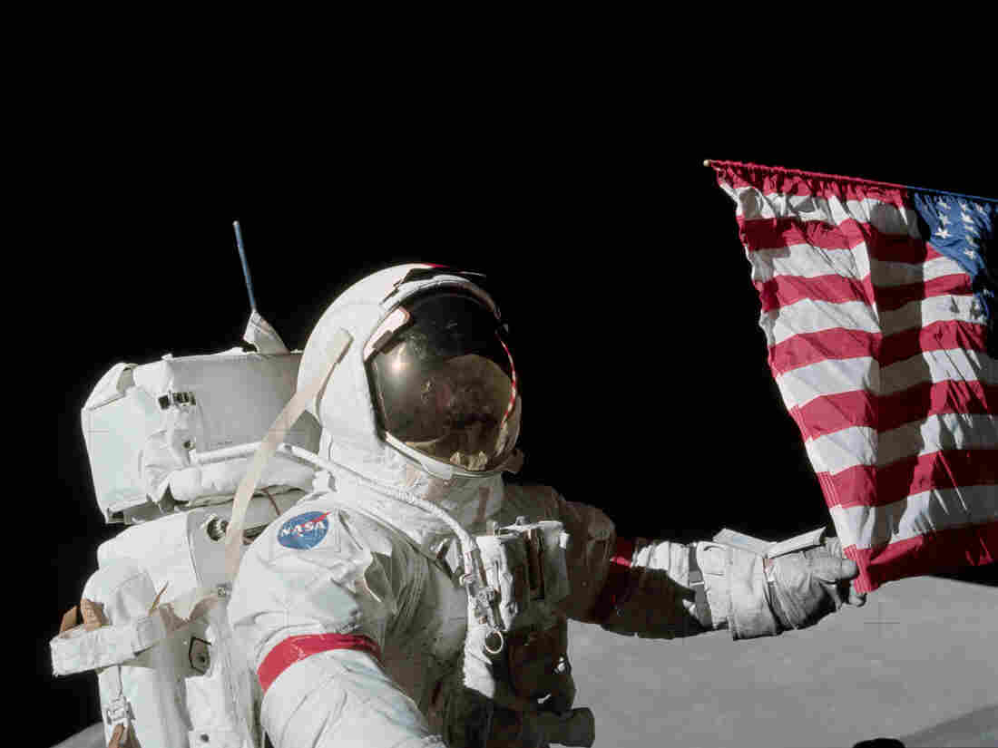 USA  to send astronauts back to the Moon,