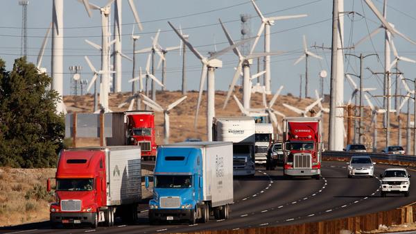 Essayant de réduire de 40% les émissions de gaz à effet de serre en Californie d'ici 2030, les régulateurs ont approuvé un plan offre des incitatifs pour les flottes de camions et d'autobus écologiques