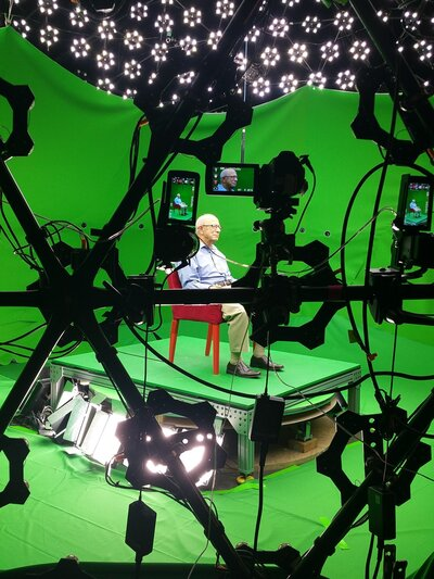 Sam Harris, surrounded by green screens, in preparation for his hologram. (Courtesy of the Illinois Holocaust Museum)