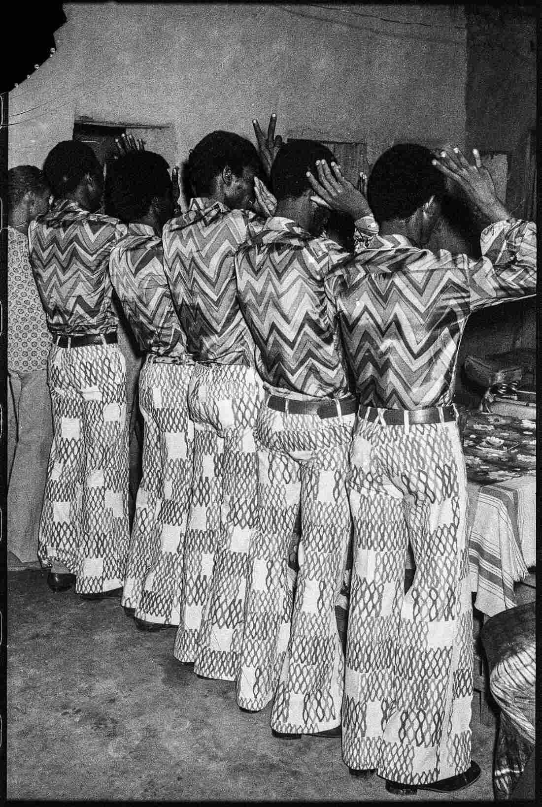 Les Amis dans la Même Tenue, 1972