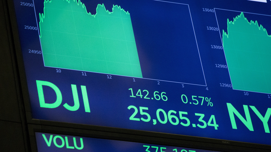The Dow Jones industrial average closed above 25,000 Thursday for the first time. (Mark Lennihan/AP)