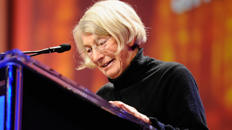 Mary Oliver, Who Believed Poetry 'Mustn't Be Fancy,' Dies At 83 : NPR