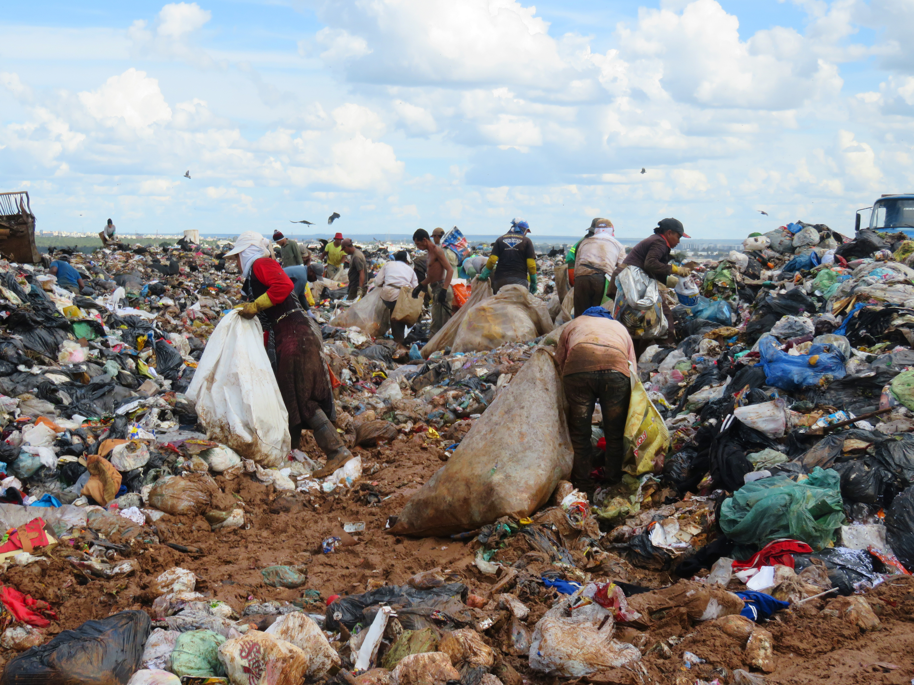 As A Massive Garbage Dump Closes In Brazil TrashPickers Face An - Brazil's tallahassee