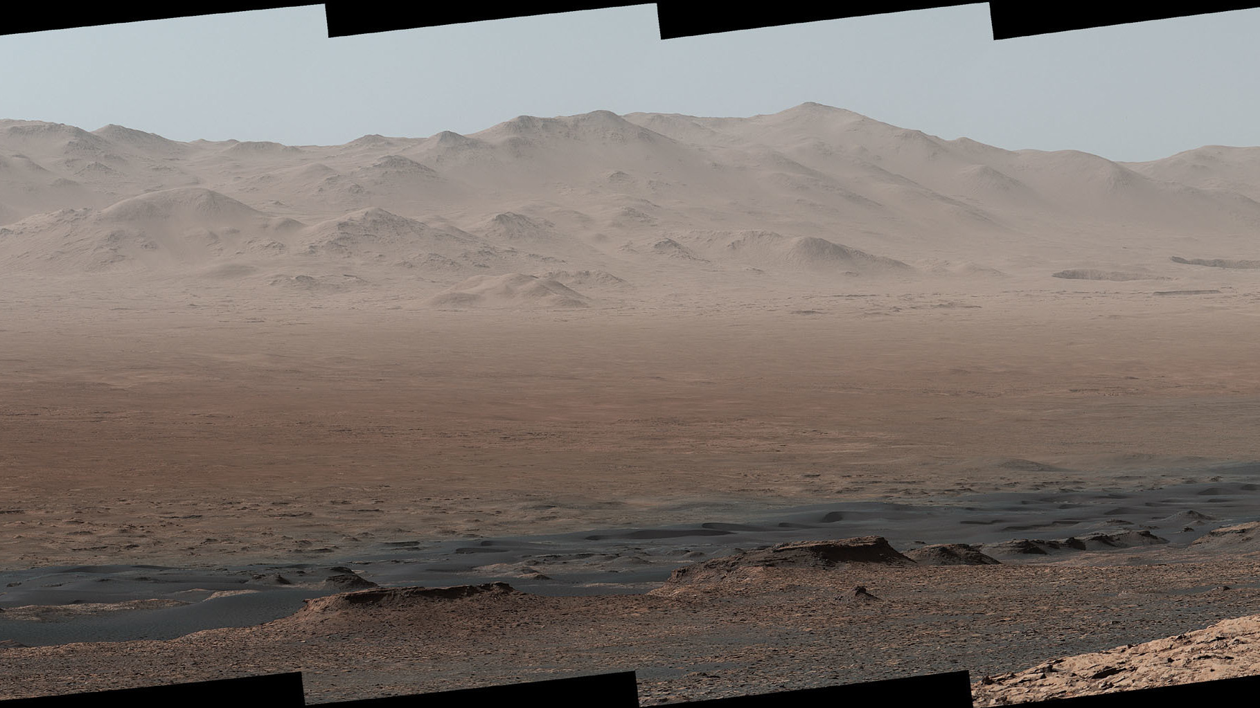 Mount Sharp 'photobombs' Mars Curiosity Rover