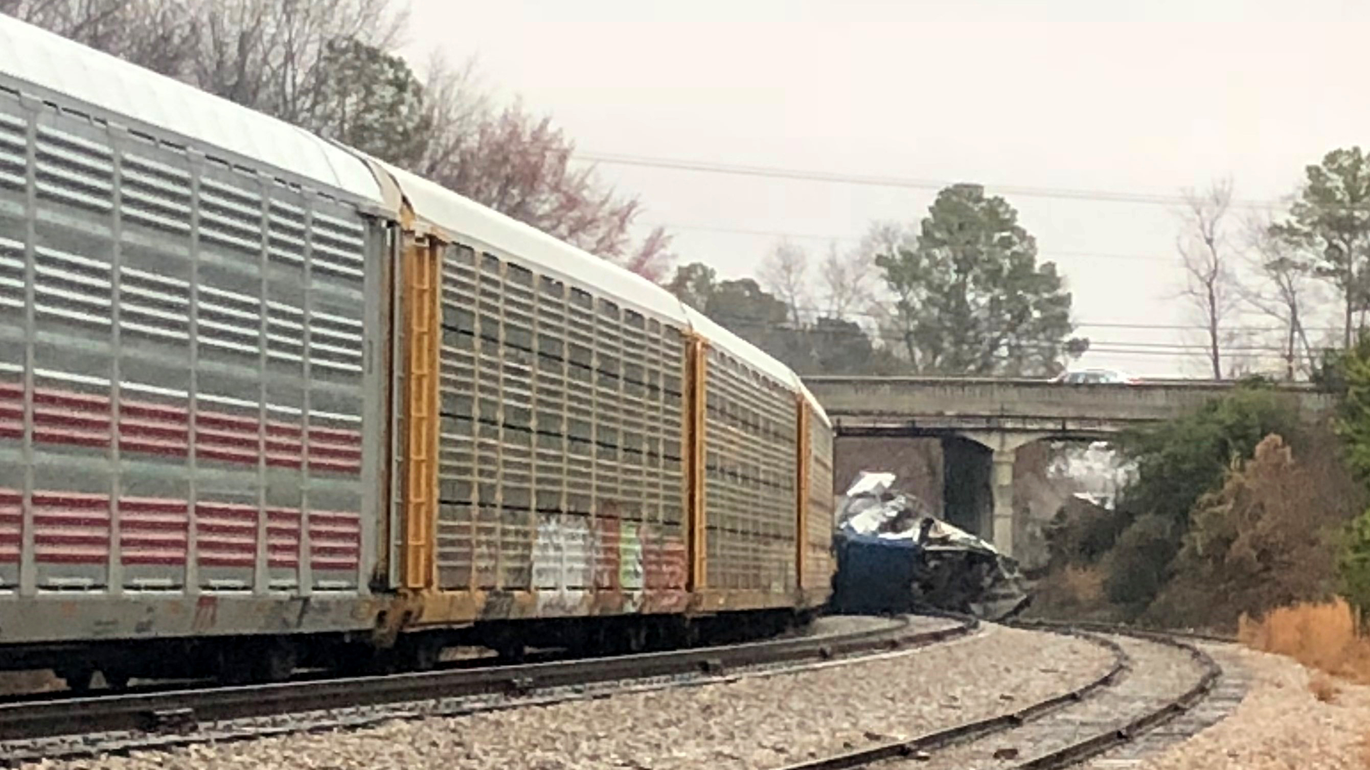 Amtrak crash: Screams, cries, awakening to a 'nightmare'