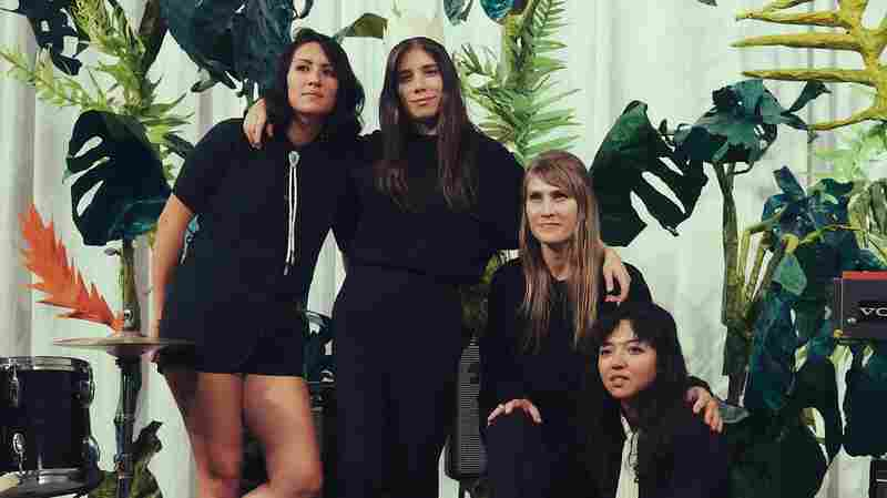 La Luz's Novela-Noir 'Cicada' Is A Surf-Rock Séance