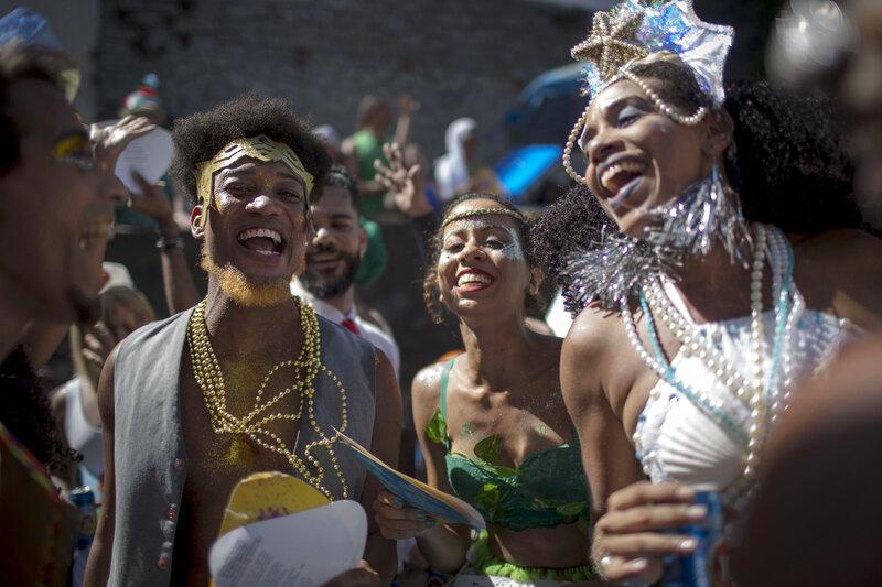 RHONDA: Nudes in rio de janeiro carnival parade