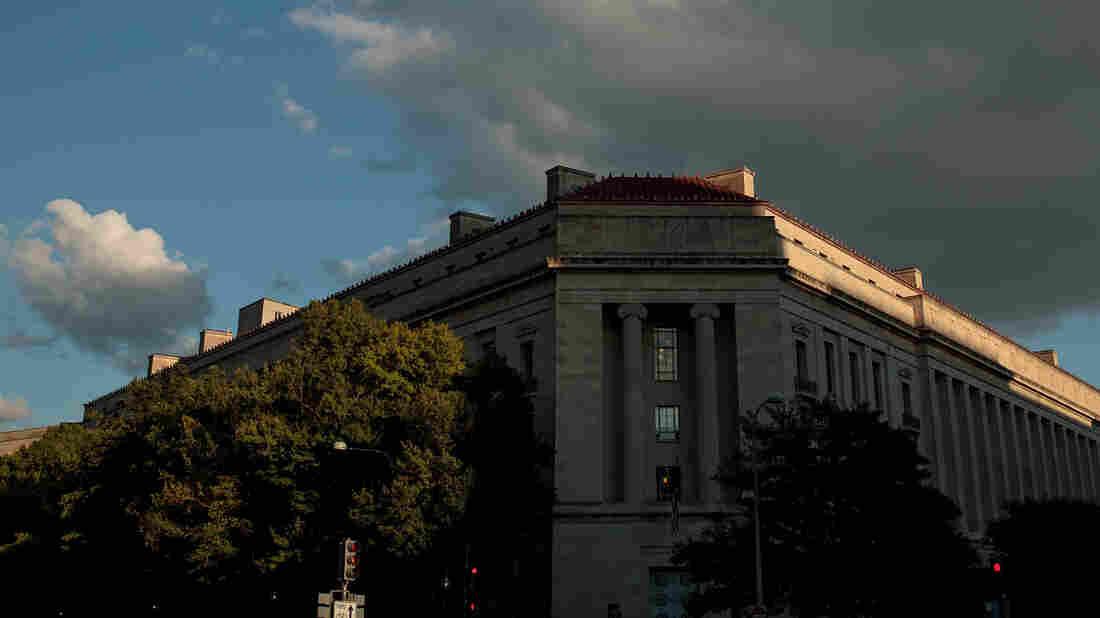 Former Trump adviser Sam Nunberg implies president 'may have done something wrong'