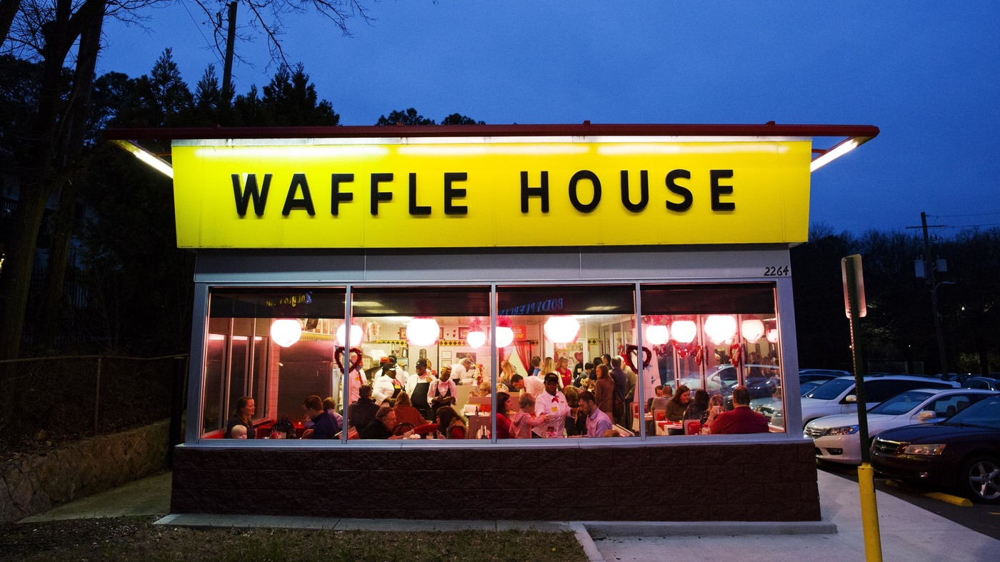 Waffle House Waitress Helps Customer, Goes Viral, Gets Scholarship
