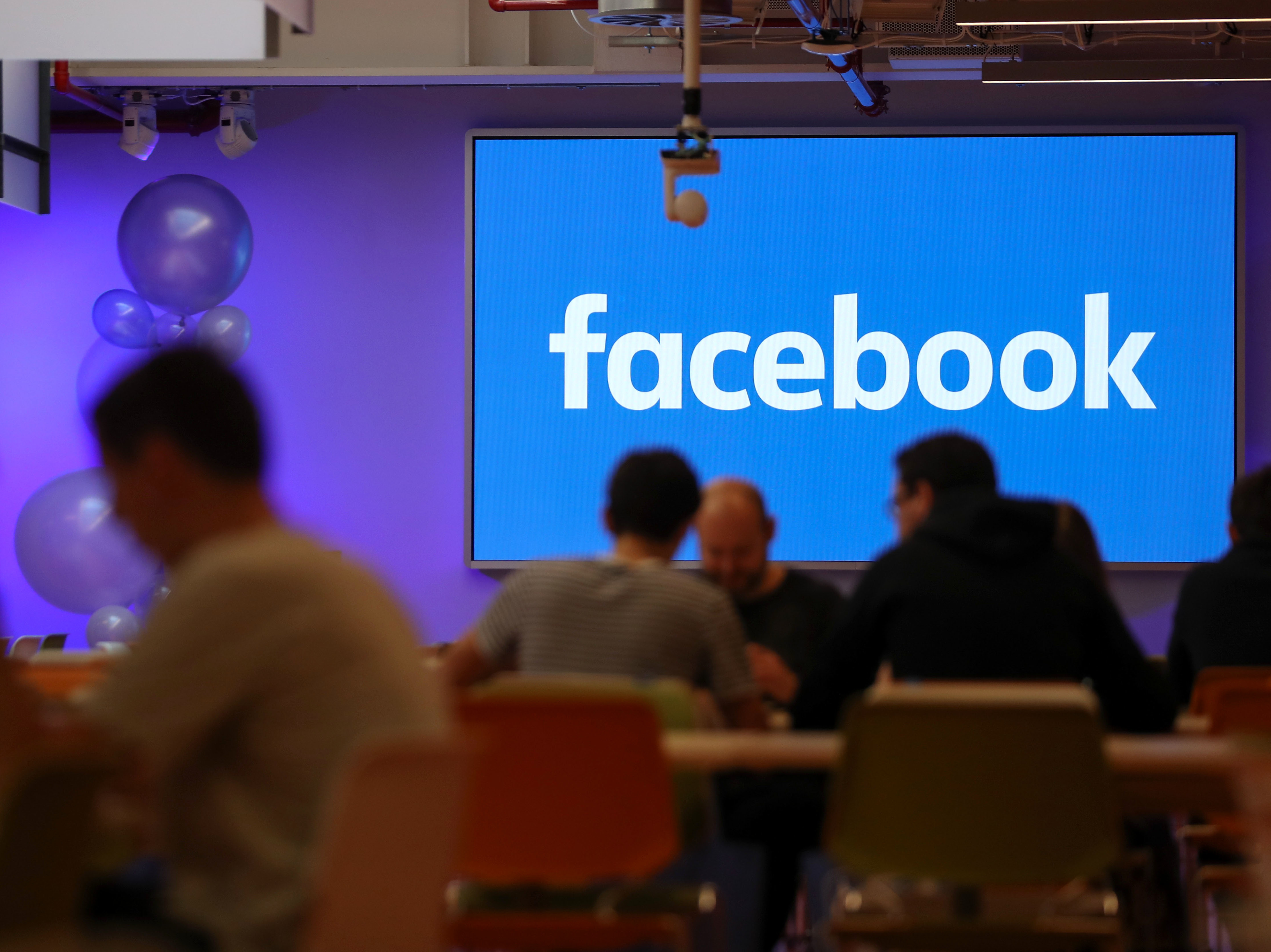 Facebook Faces Steam as USA and UK Urge Probes of Data Practices