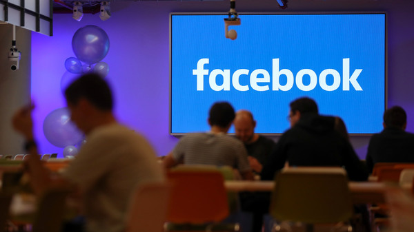 Employees have lunch at Facebook
