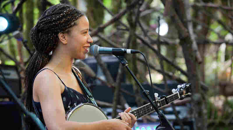 "Watch Kaia Kater Perform ""Everything Is Free"" Live At Pickathon 2017"