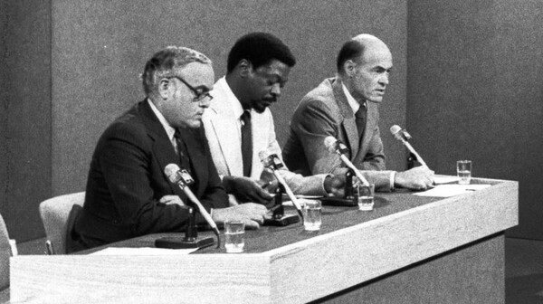 """""""My career defining moment would be covering South Africa,"""" said Les Payne, center, seen here as part of a Meet the Press panel during his time at Newsday."""