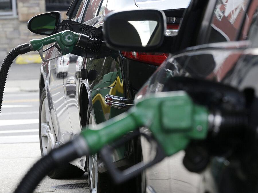 EPA Moves To Weaken Landmark Fuel Efficiency Rules : The Two-Way : NPR