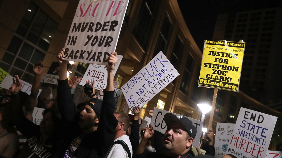Hundreds of BLM protesters marched through the streets of Sacramento on March 30 demanding justice for Stephon Clark, who was shot and killed by Sacramento police on March 18. An independent autopsy commissioned by the Clark family revealed that Stephon Clark had been shot eight times with most of the shots hitting him in the back.