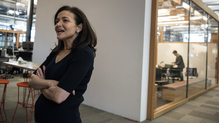 Facebooks Sheryl Sandberg On Data Privacy Fail We Were Way Too Idealistic