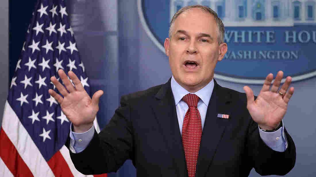 Democrats say no threats to Pruitt, urge oversight hearing on EPA spending