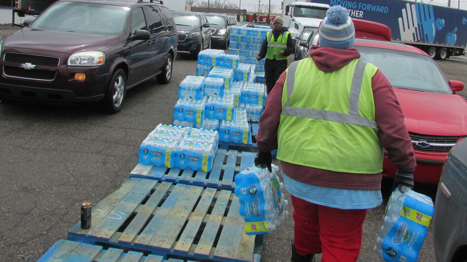 A water distribution center on Dort Highway in Flint, Mich. (Stephen Carmody/Michigan Radio)