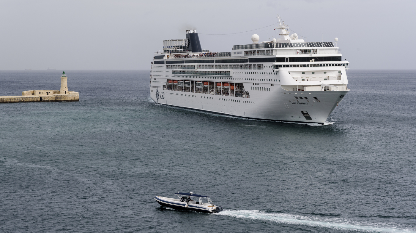 WATCH: Giant Cruise Ship Smashes Into Dock In Honduras : The