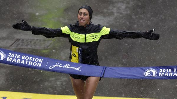 Desiree Linden wins the women