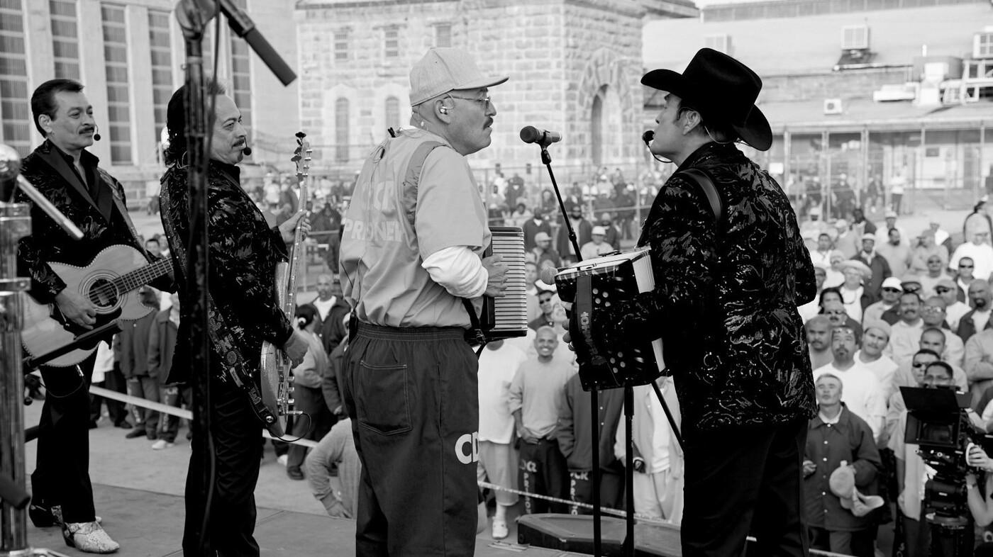 50 Years After Johnny Cash, Los Tigres Del Norte Perform At