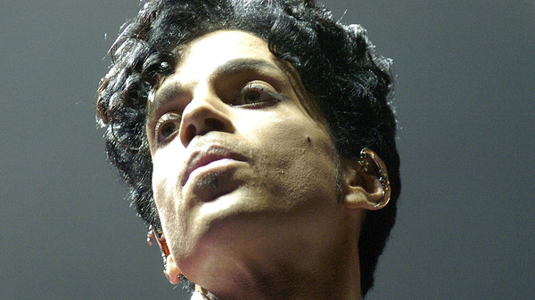 Prince performing in New Orleans on July 2, 2004.