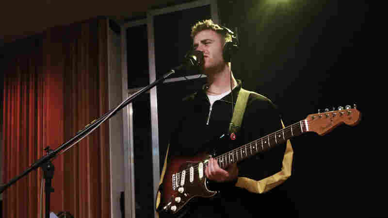 Watch Tom Misch Perform 'South Of The River' Live In The Studio