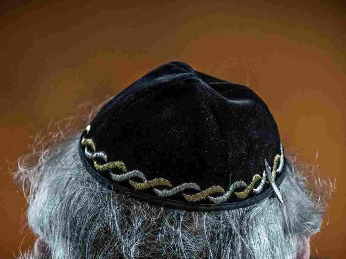 German Jewish leader: Don't wear skullcap in public