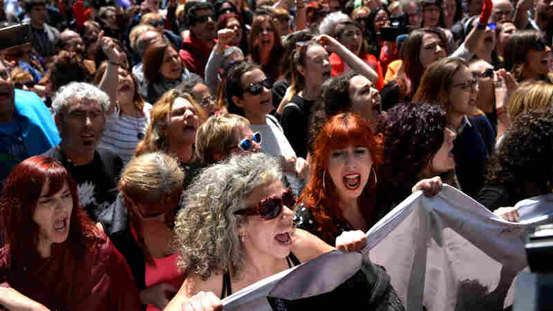 In Spain: Protests As Five Men Cleared Of Rape Charges