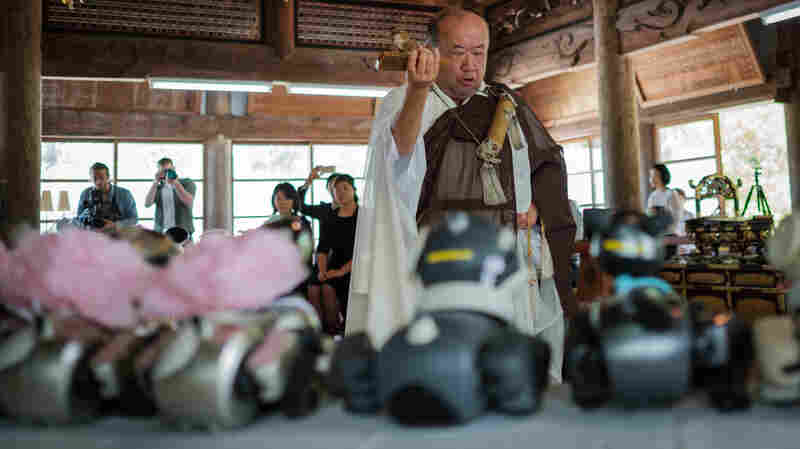 In Japan, Old Robot Dogs Get A Buddhist Send-Off