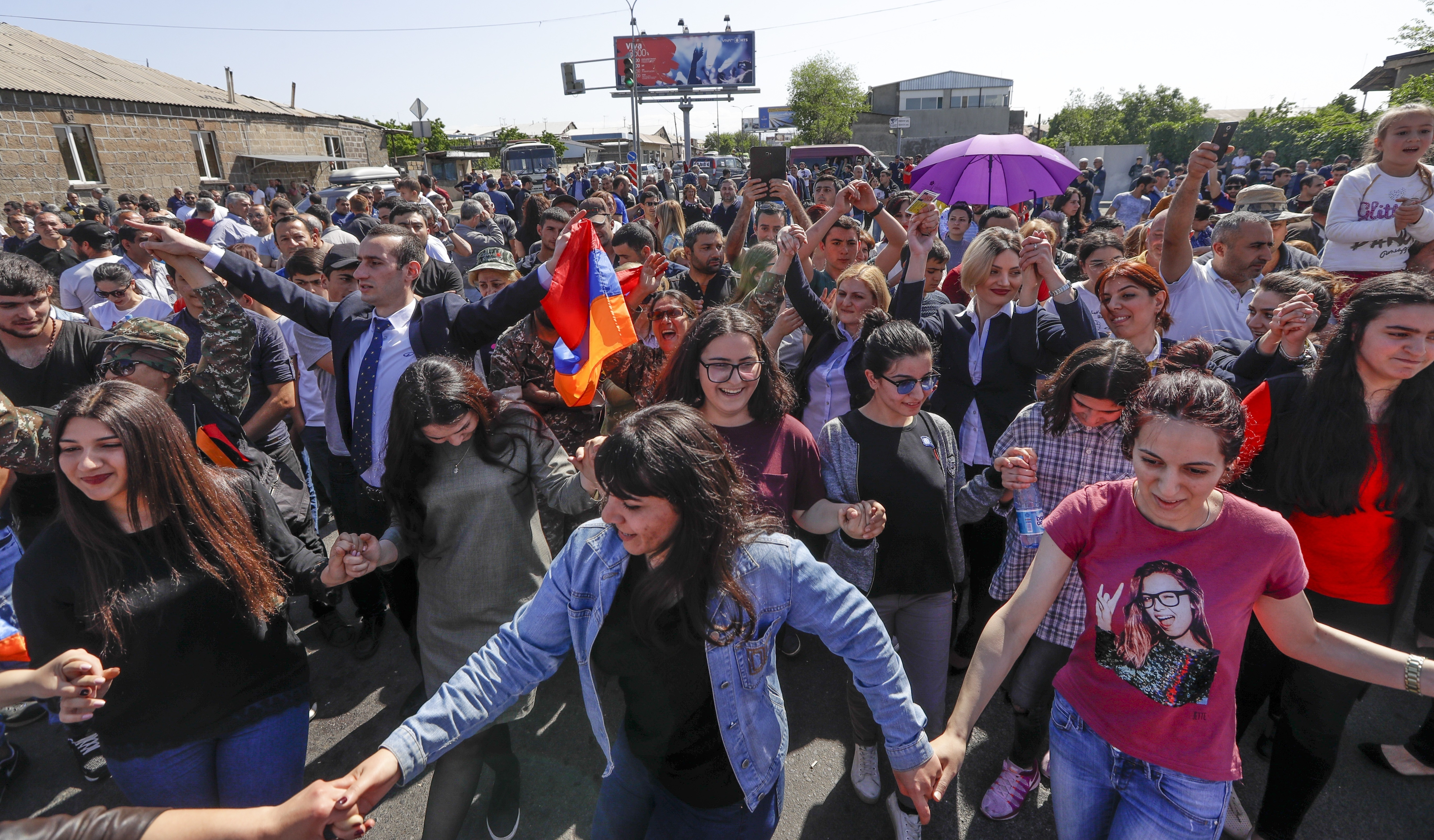 Armenian Opposition Leader Pauses Protests, With New Hope For Prime Minister Bid