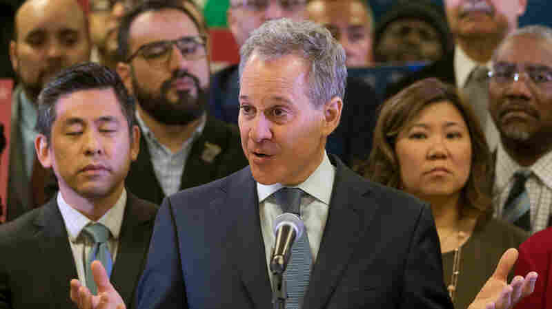 N.Y. Attorney General Resigns After 4 Women Allege Physical Attacks