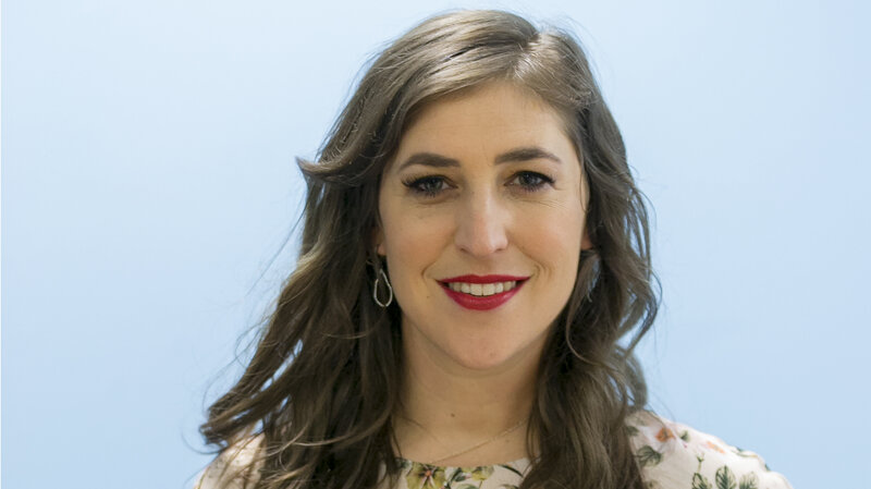 Mayim Bialik Poses For A Photo In Los Angeles May 2017