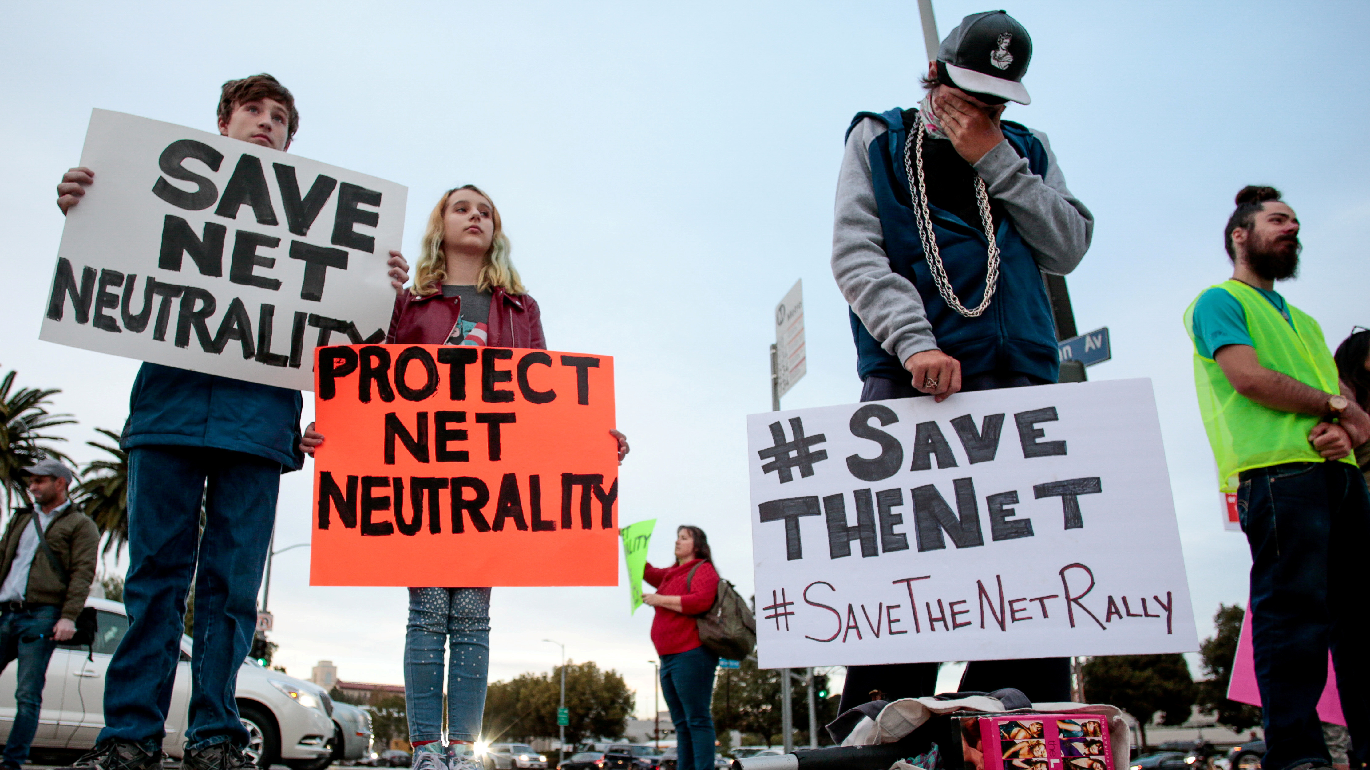 GOP Senators Join Dems to Pass Legislation Preserve Net Neutrality