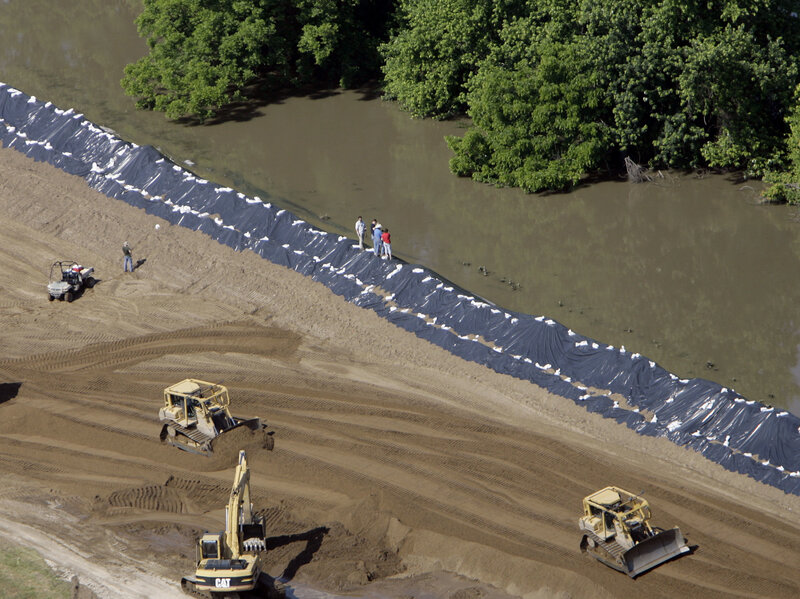 Levees Make Mississippi River Floods Worse, But We Keep