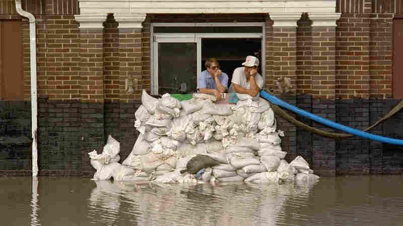 Levees Make Mississippi River Floods Worse, But We Keep Building Them