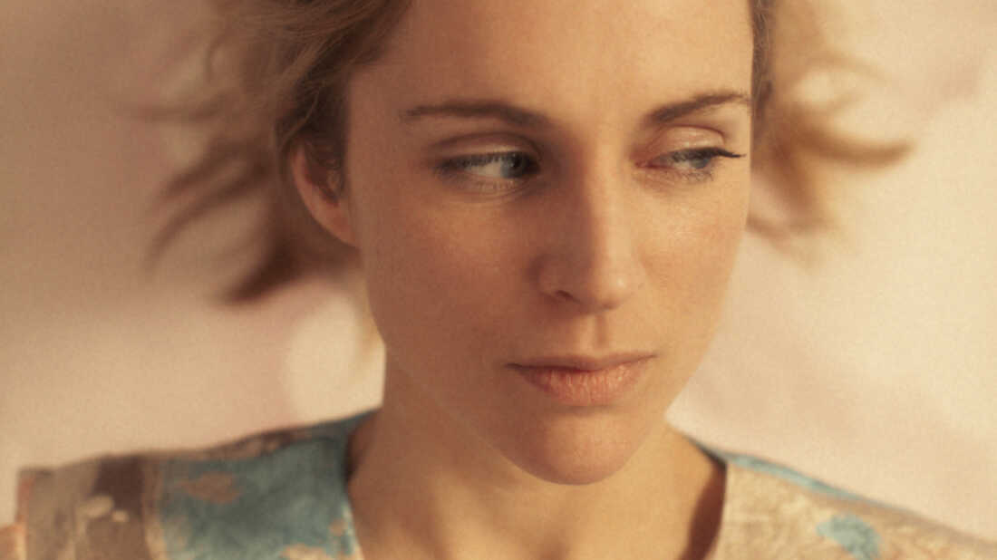 Agnes Obel Explains Her 'Late Night Tales' Track By Track