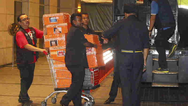 Malaysian Police Seize Cash, Jewels, Designer Bags From Ousted Premier's Residence